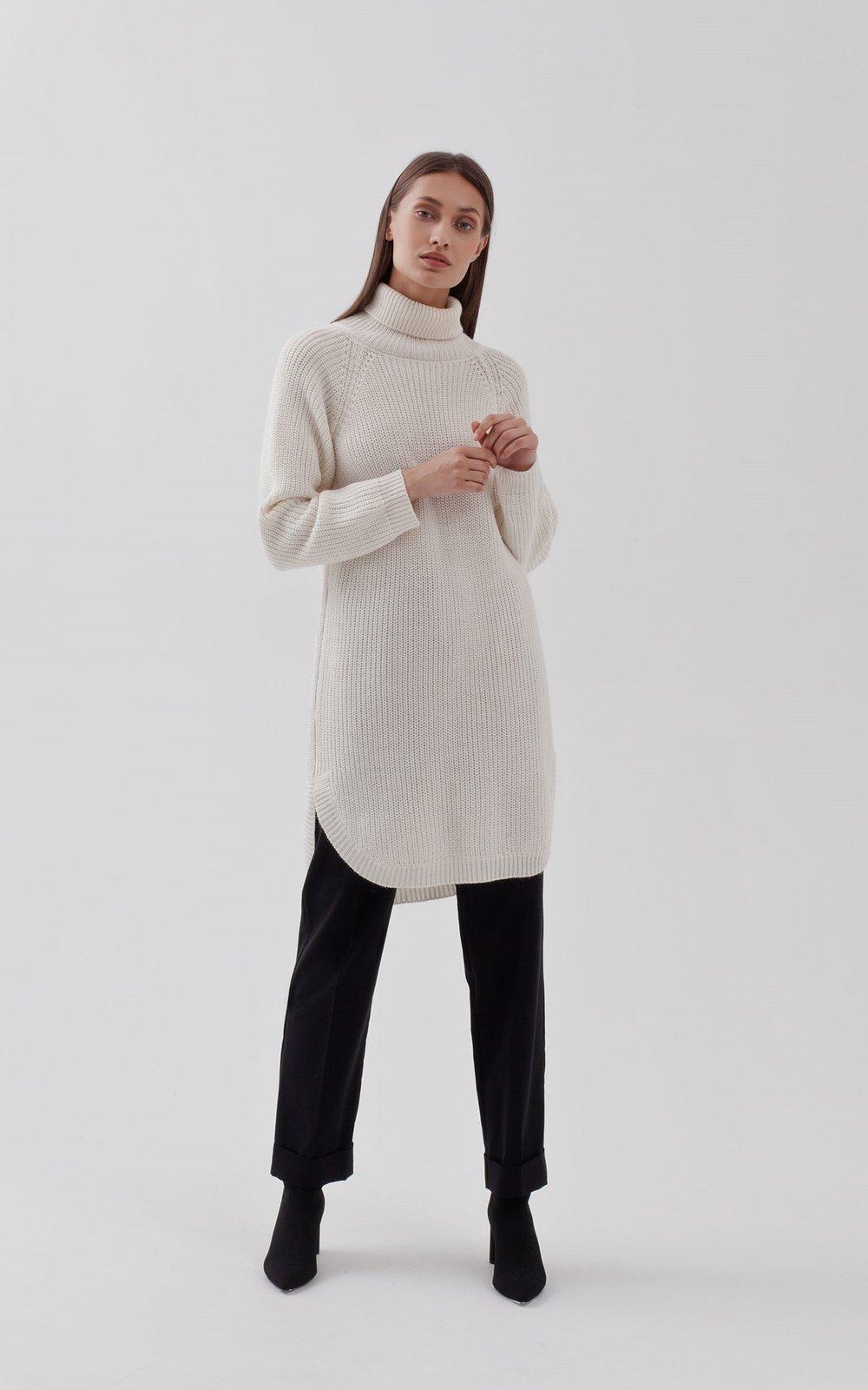e90ca27d49c Белое трикотажное платье-свитер